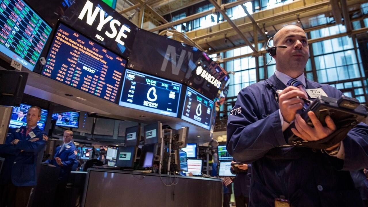 Hodges Funds CEO and portfolio manager Craig Hodges shares his market picks.