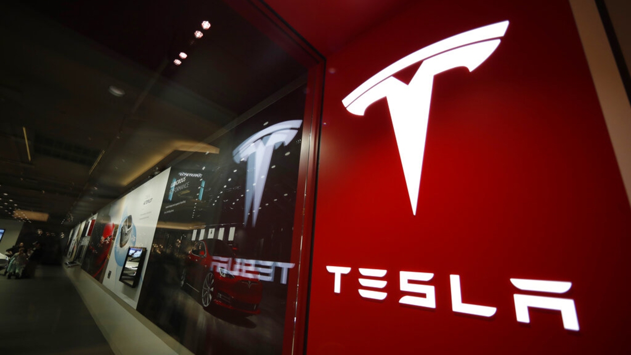 Tesla stock could hit $900 per share by February, March: Expert