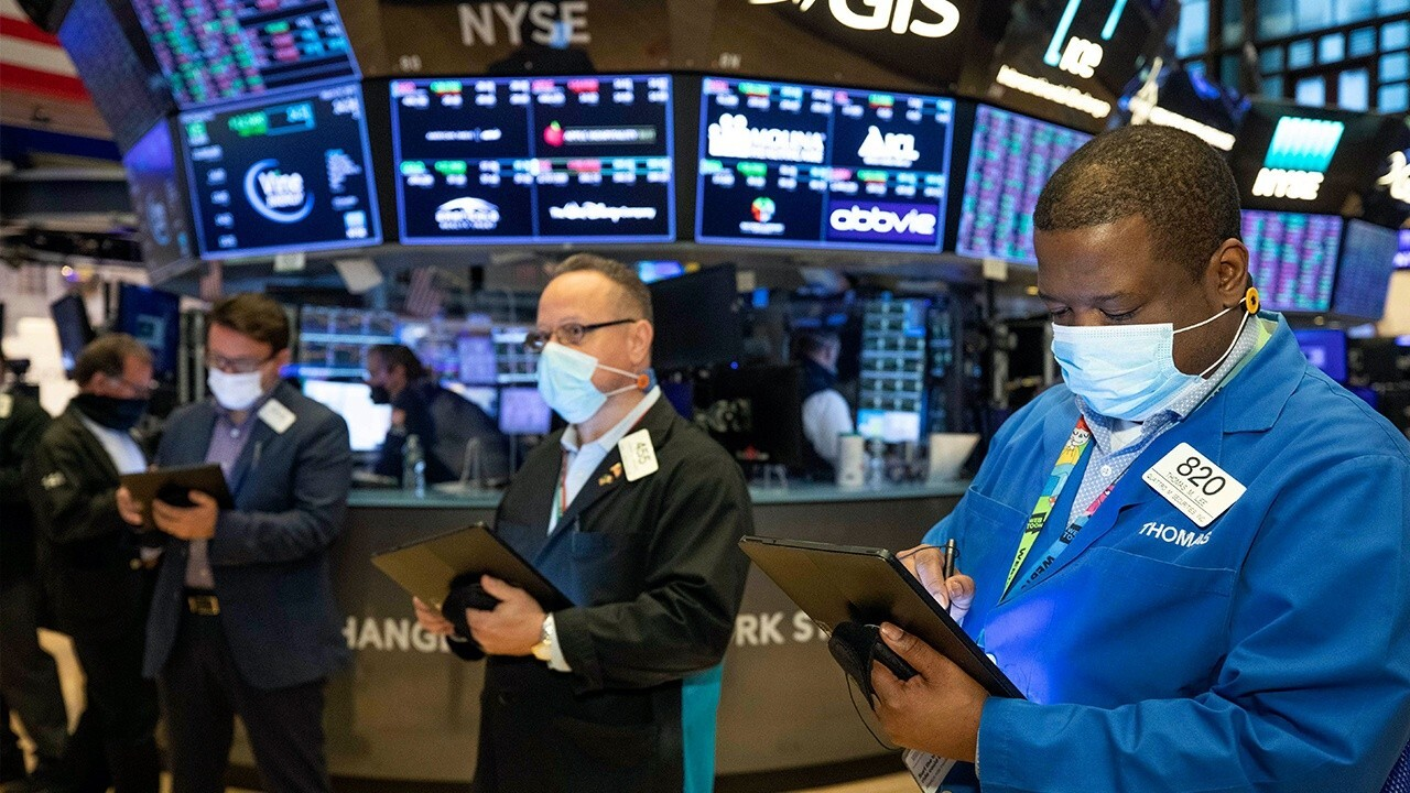 'The Watchdog on Wall Street' radio show host Chris Markowski, CFRA chief investment strategist Sam Stovall and Optimal Capital director of strategy Frances Newton Stacy on the markets.