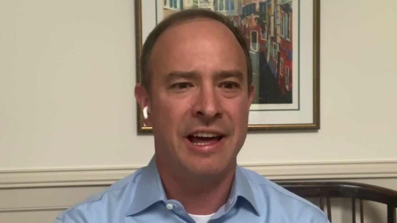 Hood River Capital Management portfolio manager Brian Smoluch talks the best investments after Dow's longest losing streak since June 18.