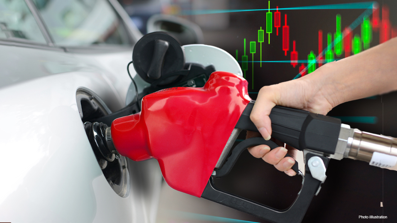 As prices at the pump continue to rise, some gas stations are expanding their electric vehicle charging stations. FOX Business' Jeff Flock with more.