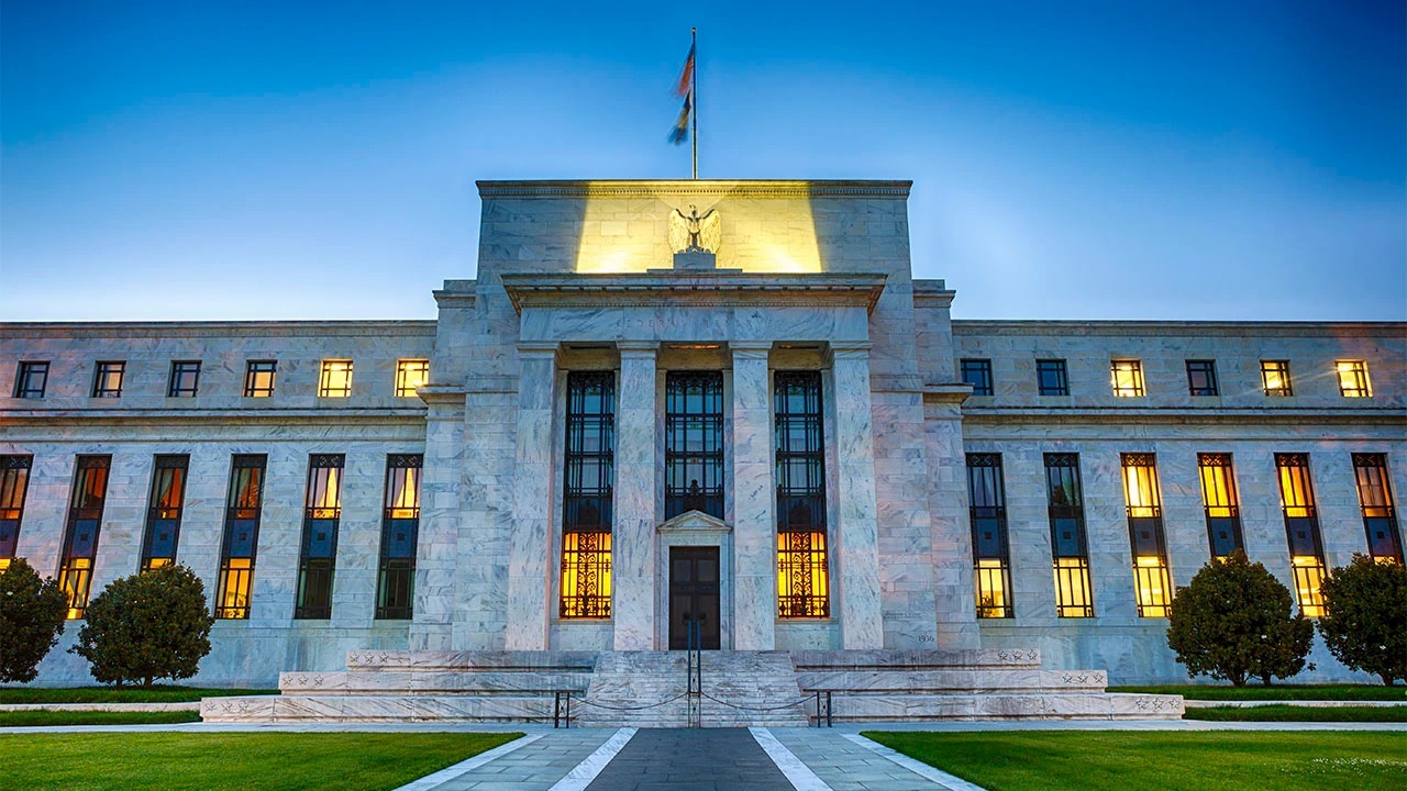 FOX Business' Ed Lawrence discusses the Federal Reserve's attempt to bring back online its wire transfer service after an 'operational error.'