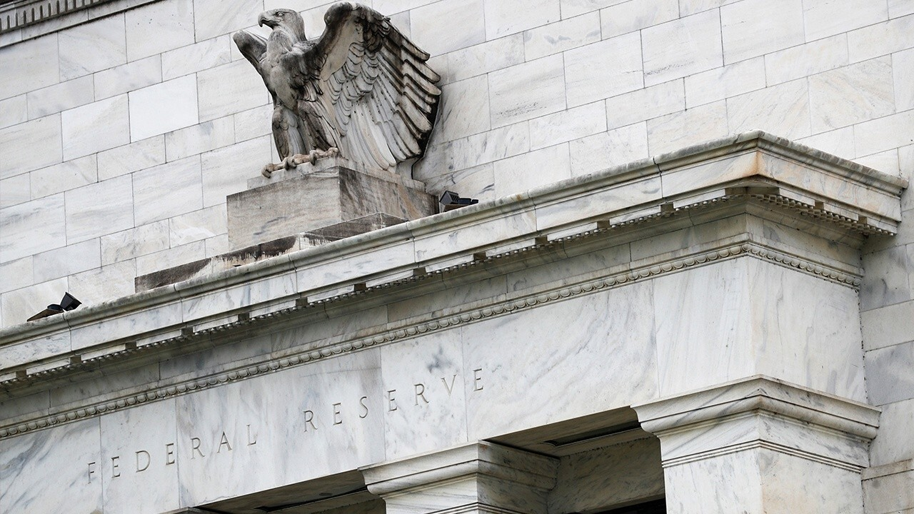 Federal Reserve keeps rates near zero