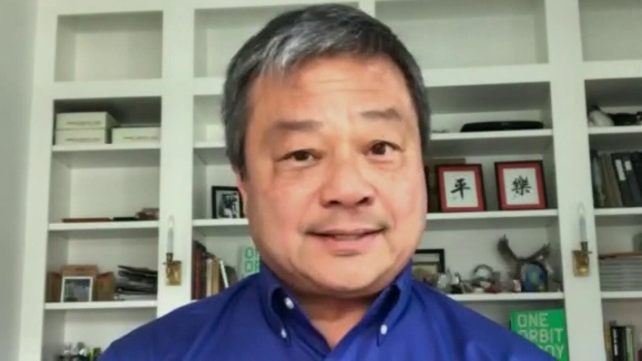 Former NASA astronaut and ISS commander Leroy Chiao reacts to Jeff Bezos' Blue Origin space flight and how 'tourists' train for leisure space travel.