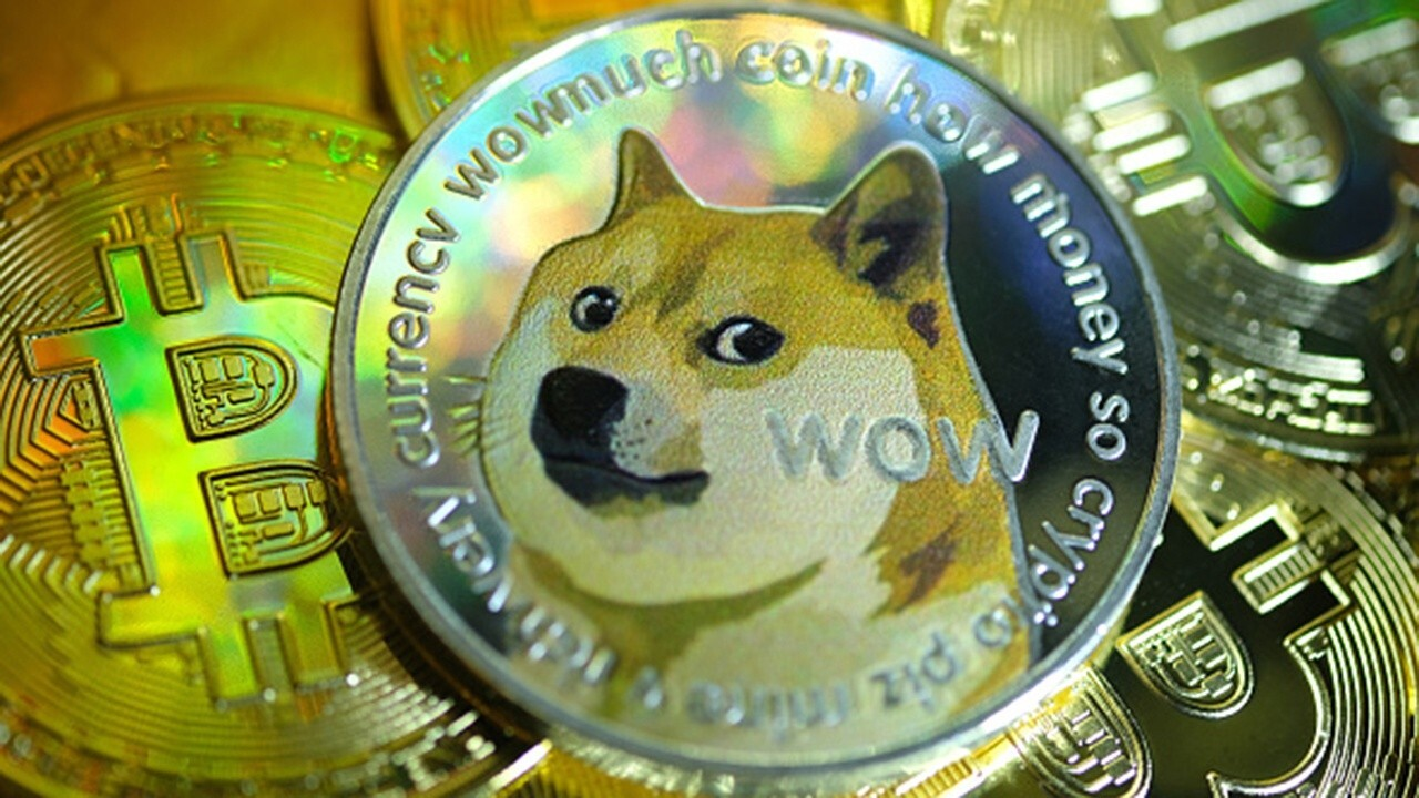 Bitwise Asset Management CIO Matt Hougan discusses cryptocurrency, arguing celebrity endorsements 'don't overcome fundamentals' behind Dogecoin.