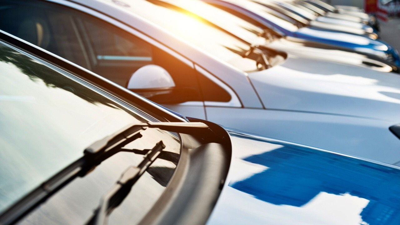 The U.S. has been suffering from a rental car shortage as more people get vaccinated against the coronavirus and travel picks back up. FOX Business' Lydia Hu with more.