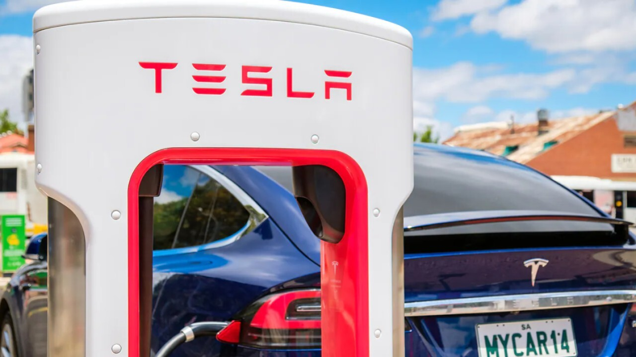 New Street Research managing partner Pierre Ferragu shares his expectations for Tesla's production and stock in the coming years.