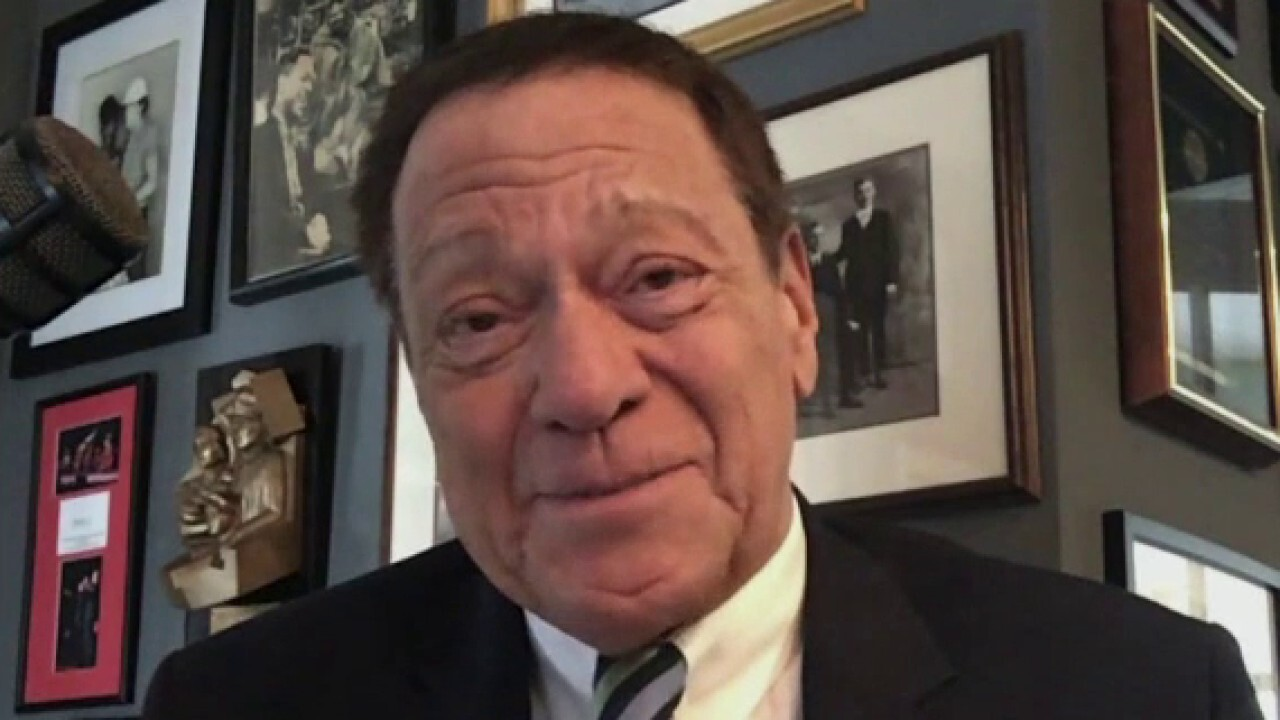 Former 'Saturday Night Live' cast member Joe Piscopo provides insight into the show's most recent episode and discusses how it has changed over the decades.