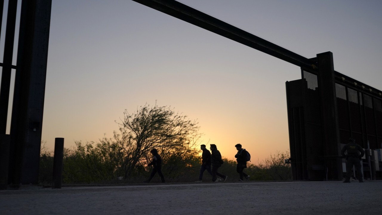 FOX Business' Hillary Vaughn reports from Arizona on the growing immigration crisis.
