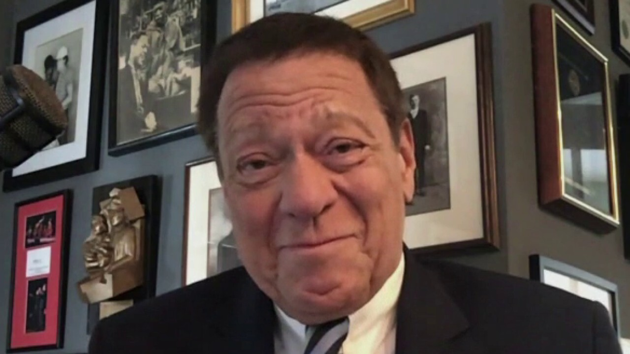 Former 'Saturday Night Live' cast member Joe Piscopo reacts to the show's most recent episode.