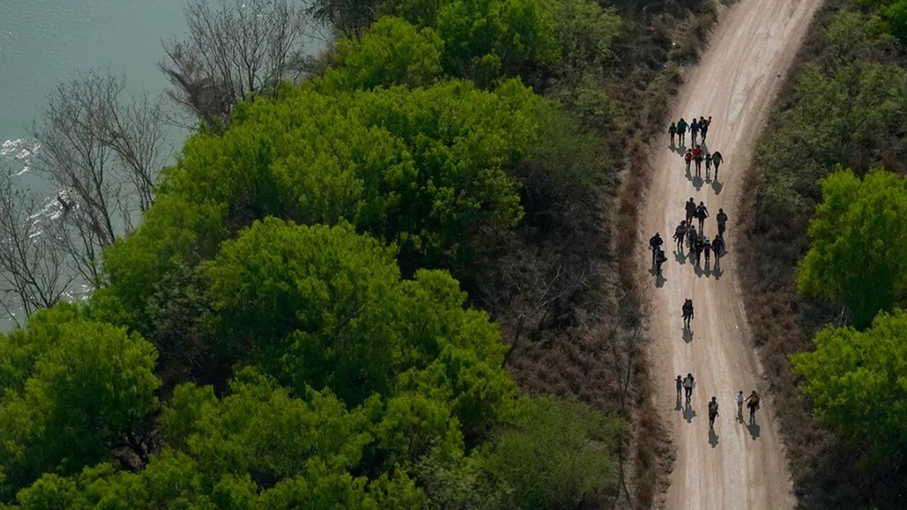 Former acting ICE director Ron Vitiello argues that border patrol agents know that building a wall works and is a solution to the migrant surge.
