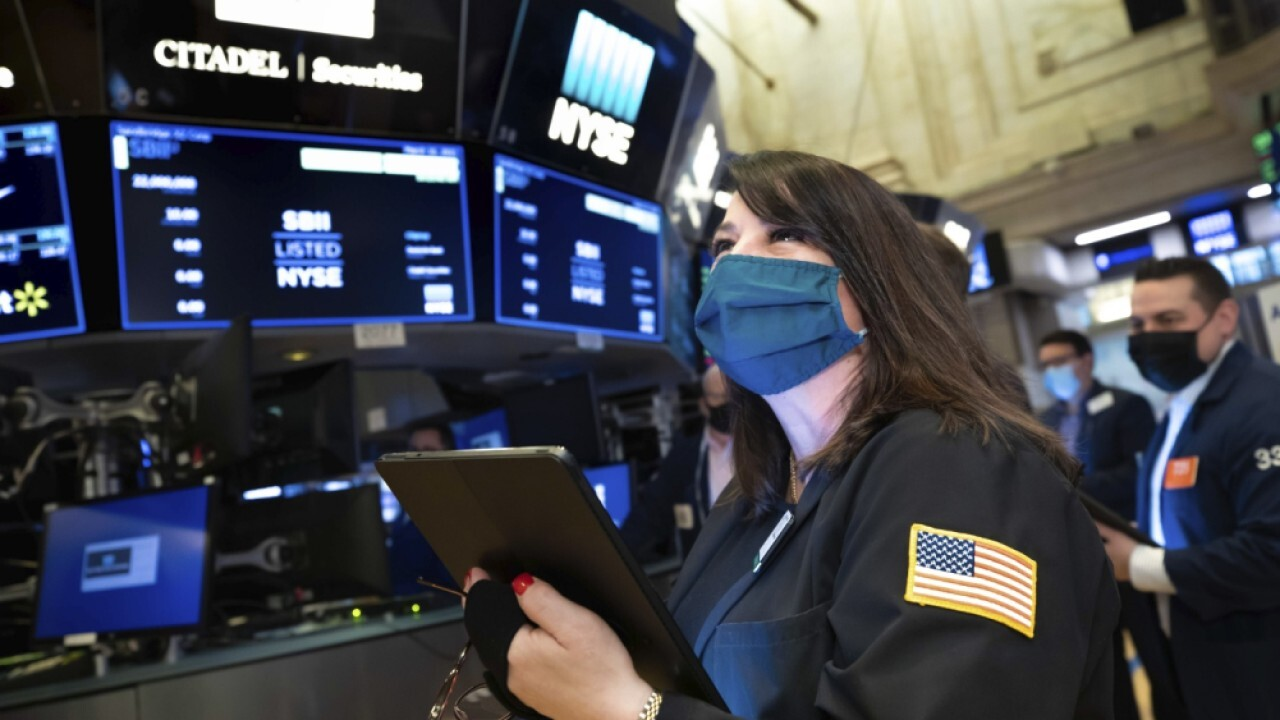 Investors should be 'cautious' on big tech stocks: Portfolio manager