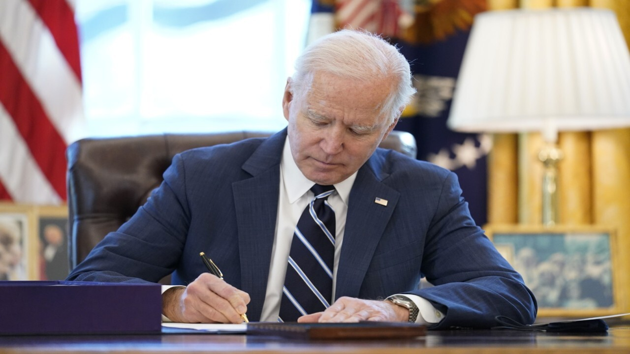 Former International Trade Economist Chief Peter Morici argues that Biden's policies will leave more Americans 'jobless.'