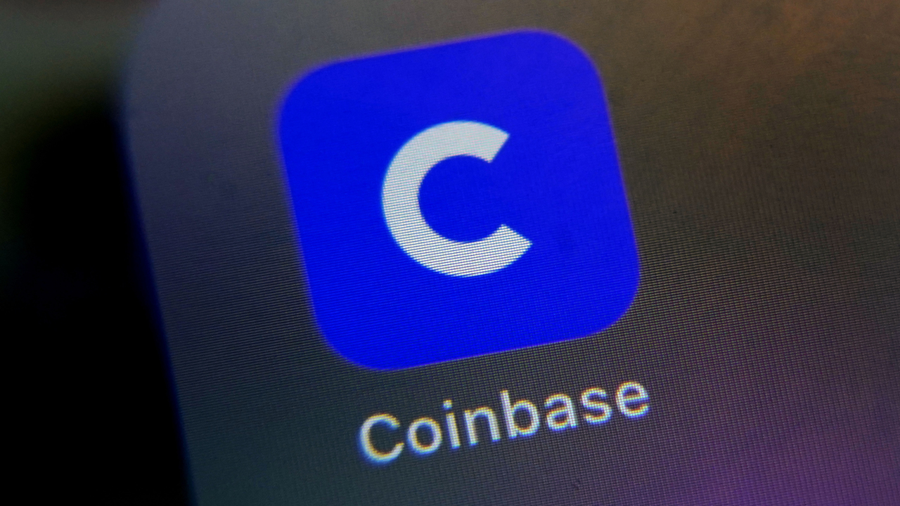 Evolution VC Partners founder Gregg Smith discusses the trading debut of Coinbase.