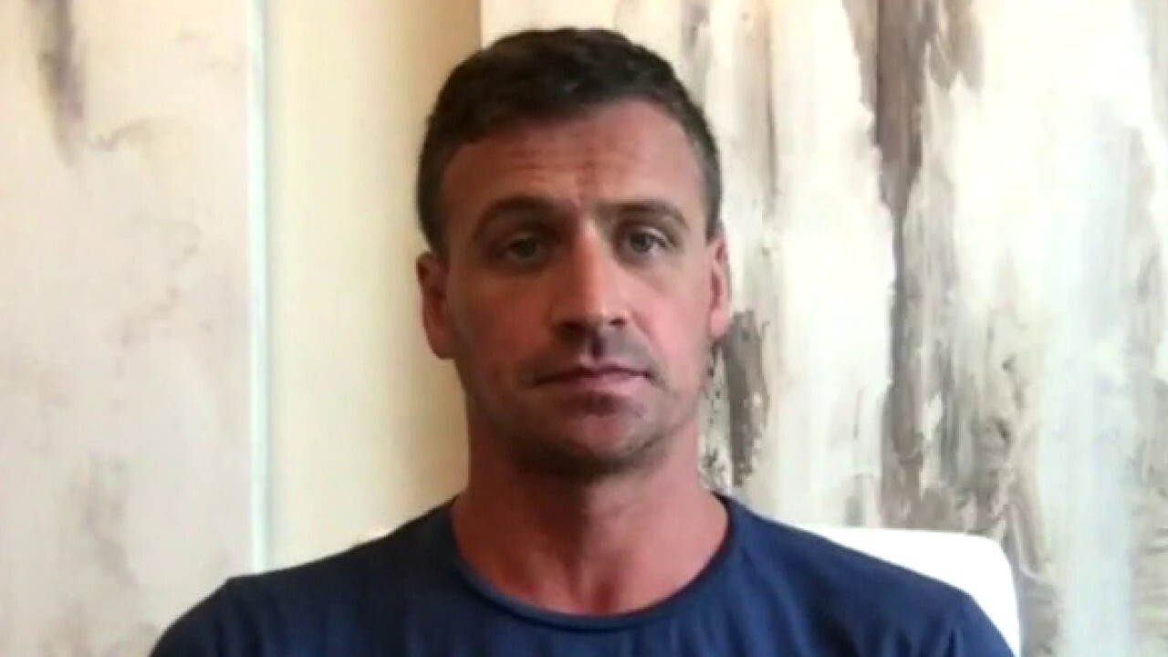 Ryan Lochte says he doesn't 'commend' athletes who 'disgrace' the American flag