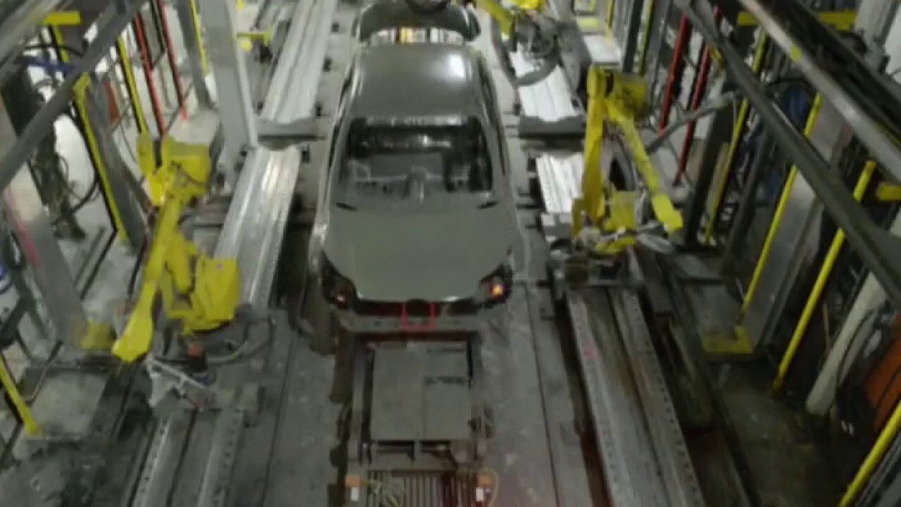 Automotive Assets CEO Lauren Fix and Defiance ETF CIO Sylvia Jablonski weigh in on chip shortages and hydrogen fuel vehicles on 'Making Money'