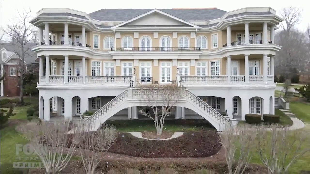 'Mansion Global' checks out the Tennessee mansion inside the ultra-exclusive Governors Club community.