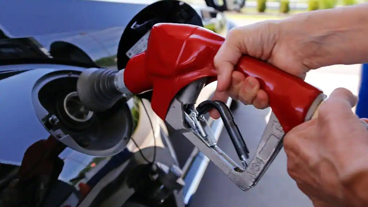 UK shortage leads drivers to hoard gasoline