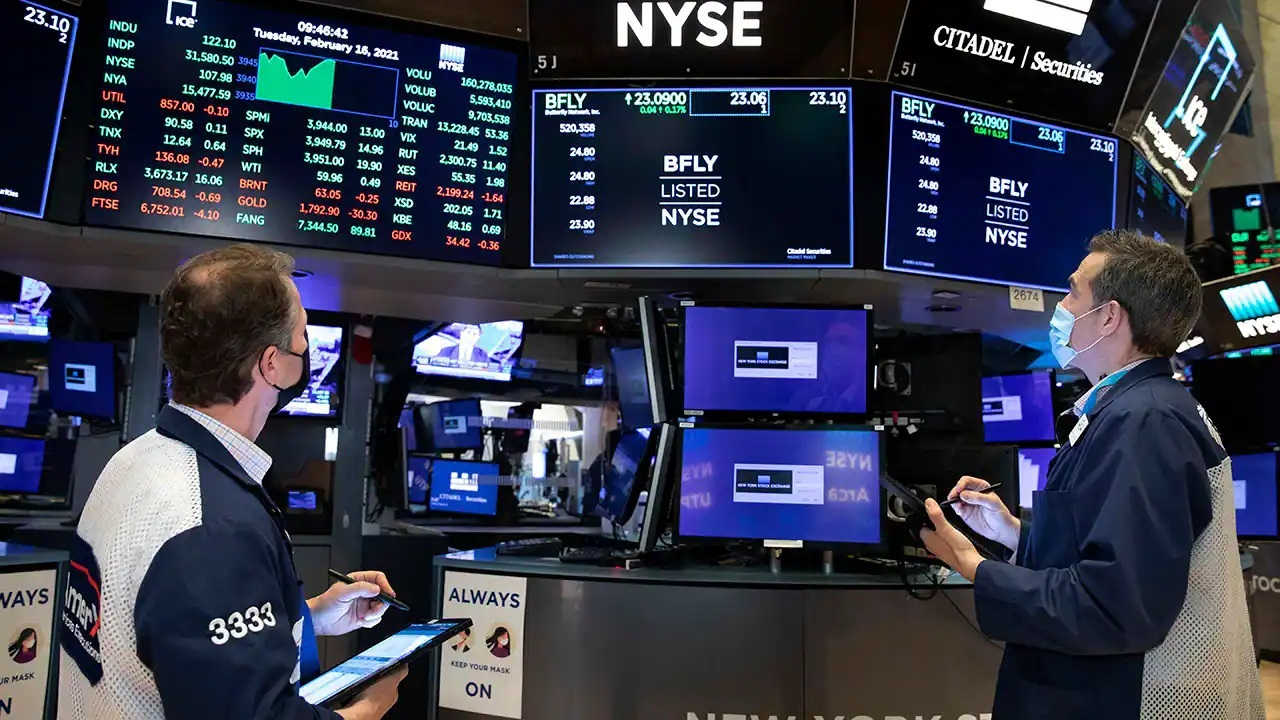 Chief market strategist at Slatestone Wealth, Kenny Polcari, discusses his outlook for the markets following the Dow and S&P hitting records.