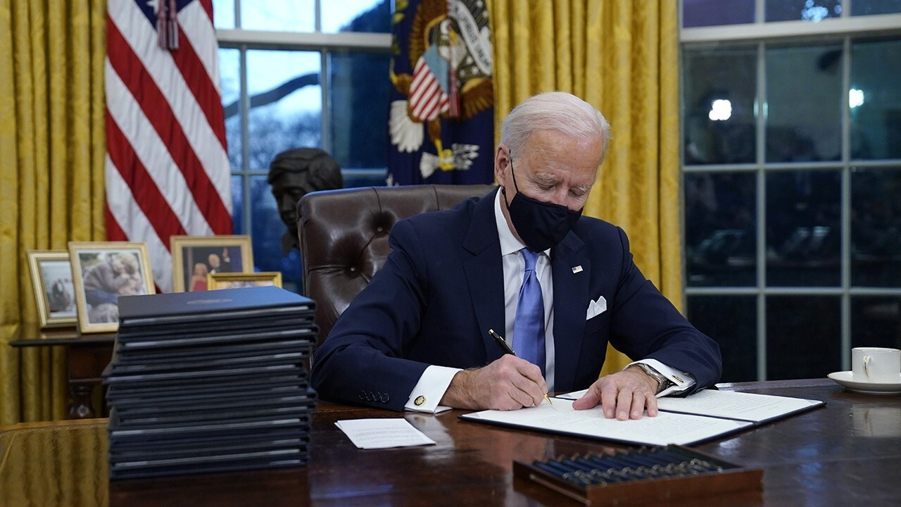 President Biden signs an executive order to extend an eviction moratorium amid the coronavirus pandemic. FOX Business' Kristina Partsinevelos with more.