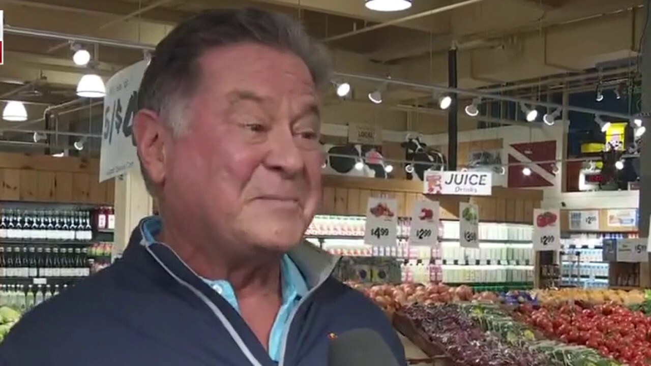 FOX Business' Madison Alworth speaks with Stew Leonard Jr. from the supermarket's location in New Jersey about the rising prices for food.