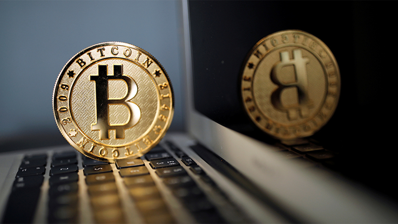 Former Nuveen chief equity strategist Bob Doll argues that it's too soon to tell whether cryptocurrencies are valuable to society.