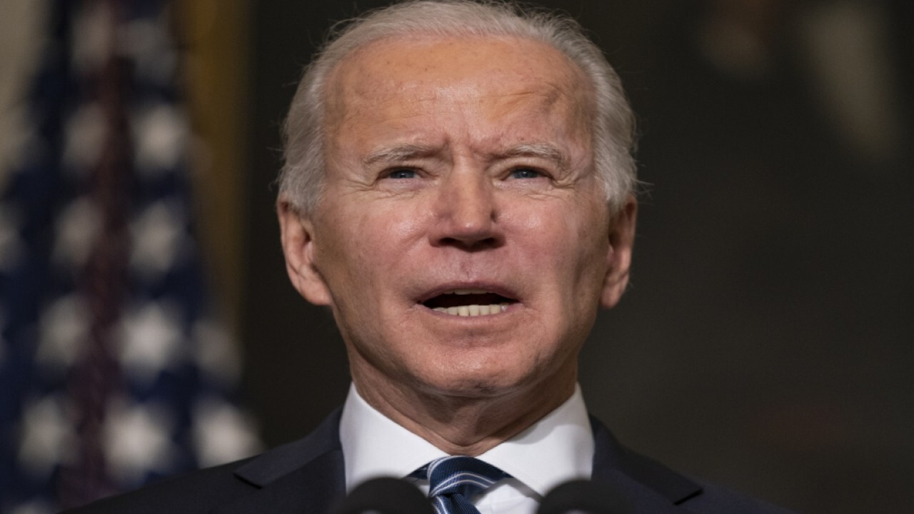 Quill Intelligence LLC CEO and chief strategist Danielle DiMartino Booth and Walser Wealth Management president Rebecca Walser on the Fed's economic policy and President Biden increasing minimum wage.