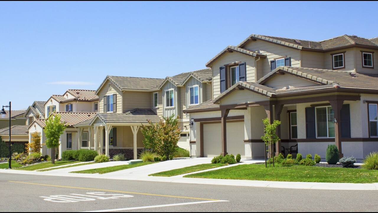 More homes expected to hit market in coming months. FOX Business' Grady Trimble with the latest.