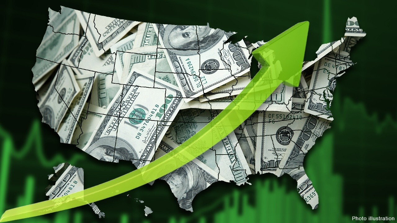 FOX Business' Charles Payne reports median income of households investing in ETFs is $125K.