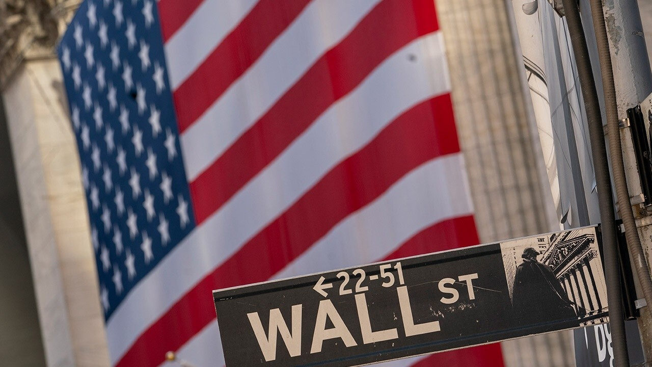 Former White House National Economic Council chief economist Joseph LaVorgna, Kingsview Wealth Management CIO Scott Martin and Peapack Private Wealth Management managing principal David Dietze weigh in on today's markets and inflation.