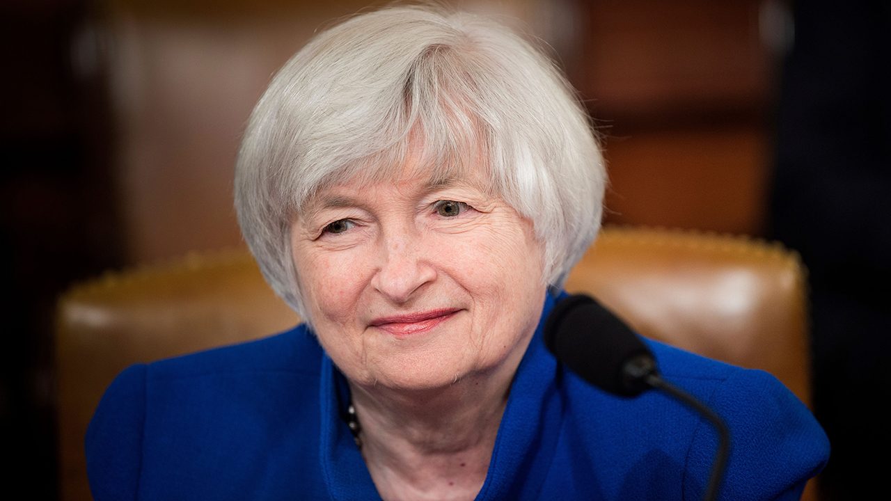 Yellen backtracks interest rate comment, now says she doesn't expect inflation