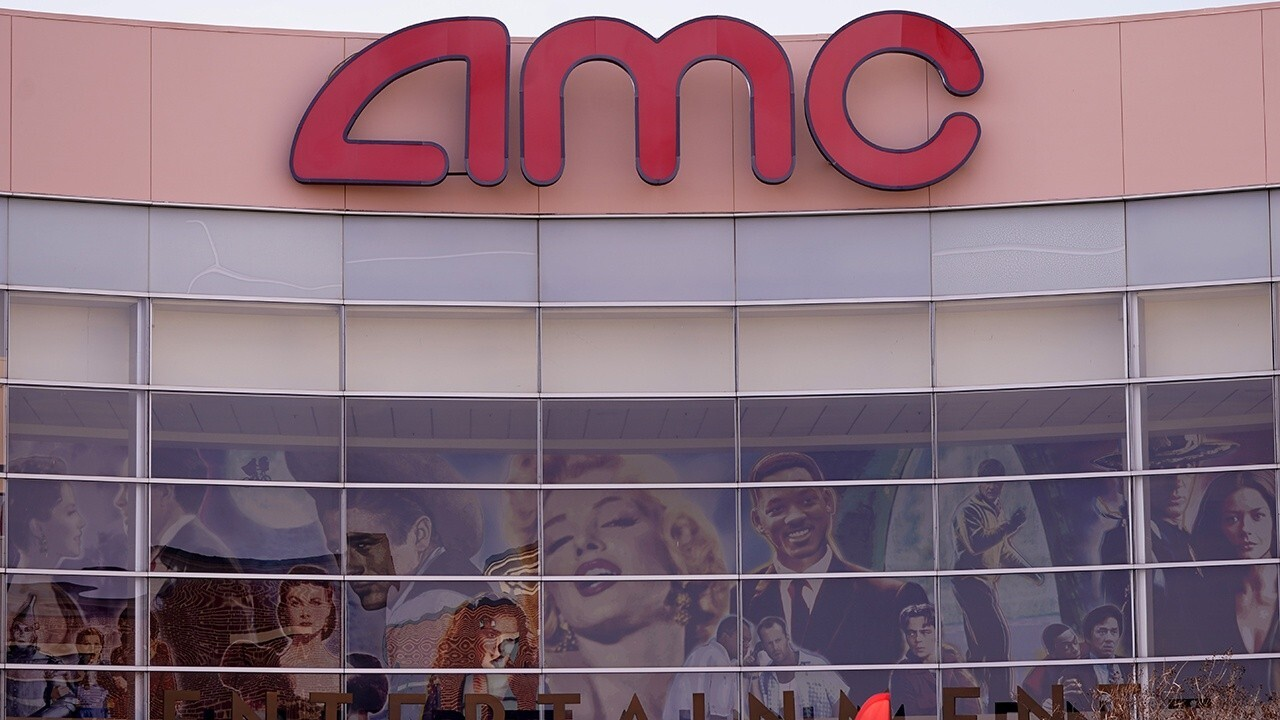 Fox Business senior correspondent addresses concerns about AMC stock manipulation on 'The Claman Countdown'