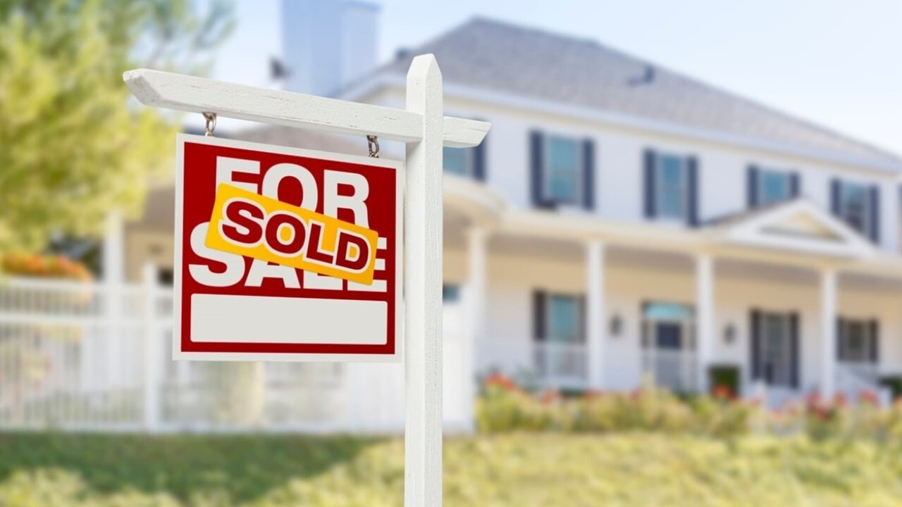 Home buyers are doing everything they can to make their offer stand out as the real estate market is booming. FOX Business' Gerri Willis with more.