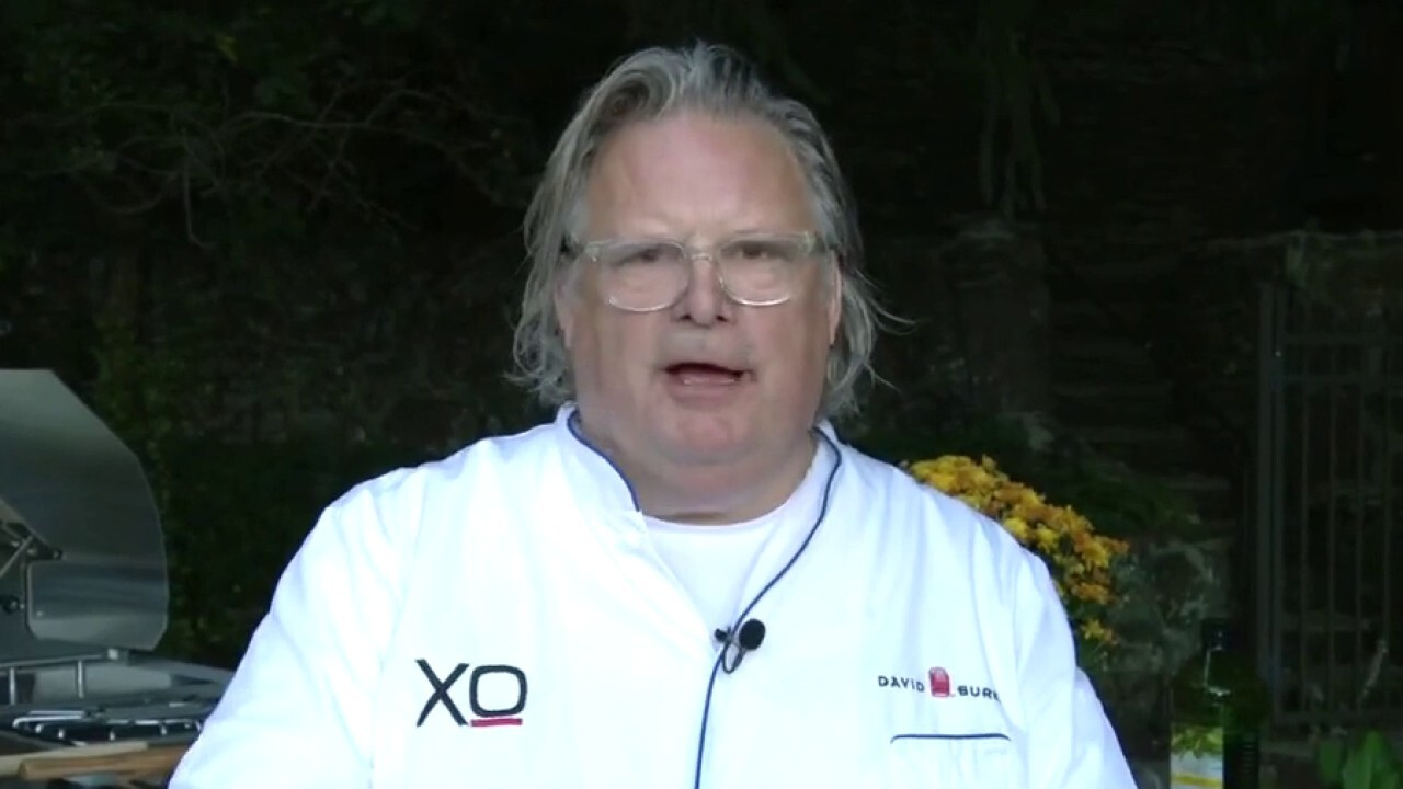 Celebrity chef David Burke says restaurants struggling with new hires, rising prices