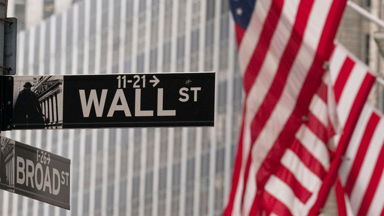 Worry about your portfolio, not Washington: Expert
