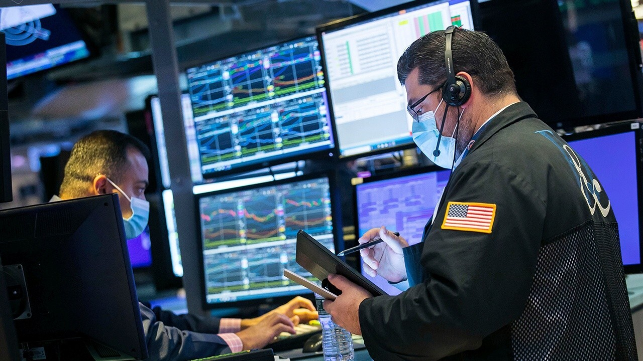Kingsview Asset Management CIO Scott Martin and Geltrude & Company founder Dan Geltrude on U.S. equity markets sliding back into negative territory  after a speech from Federal Reserve Chairman Jerome Powell on inflation.