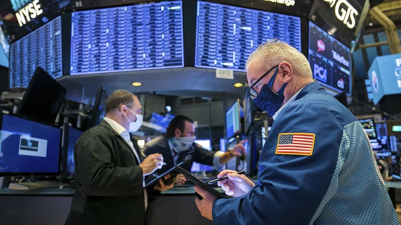 FOX Business' Stuart Varney and Lauren Simonetti on Thursday's market open, air travel and entertainment stocks.