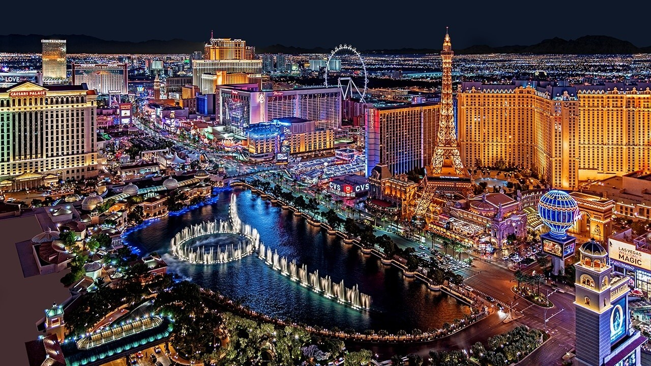 FOX Business' Grady Trimble on the reasons Californians are fleeing to Las Vegas, which include taxes and weather.