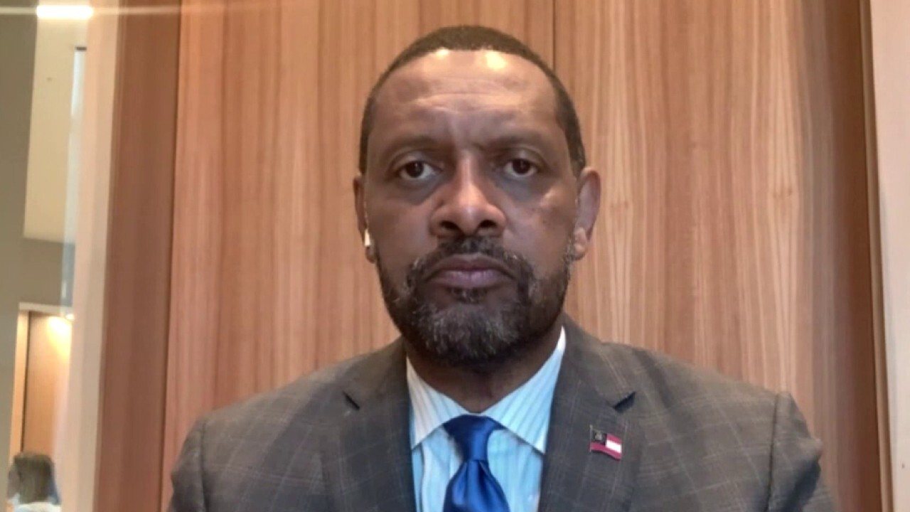 Georgia voting law propels Vernon Jones to weigh governor run