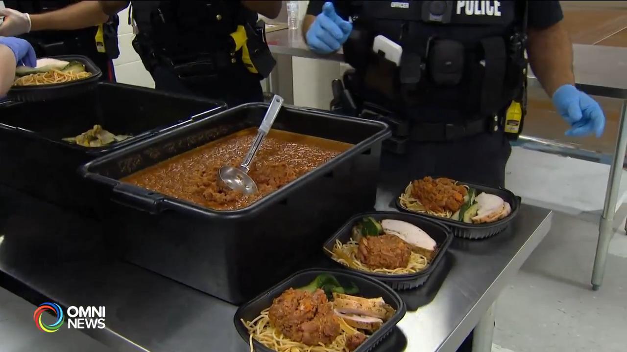 多市警队协助向有需要家庭分发5千份感恩节餐 — Oct. 07, 2021 (ON)